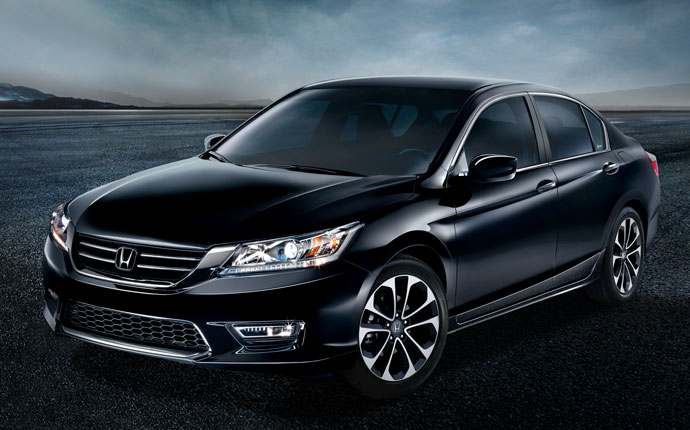 Lease a 2014 Honda Accord Hybrid in Everett